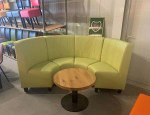 wandbank groen met tafel